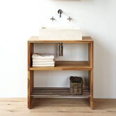 Klein maar fijn! Mooi teakhouten badkamermeubel met voldoende ruimte voor handdoeken.
