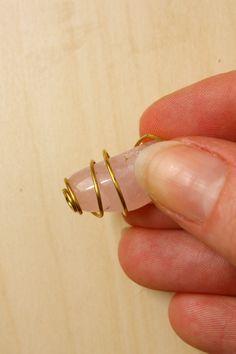How to Wire Wrap a Stone - Spiral Cage Method Wire Wrapped Earrings, Wire Wrapped Pendant, Wire Earrings, Wire Bracelets, Macrame Necklace, Diy Crafts Jewelry, Handmade Jewelry, Wire Jewelry Designs, Wire Jewellery
