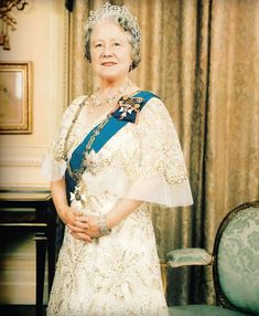 Another portrait photo in which the QM wore the Greville tiara. Towards the end of her life her two favourites were the Greville and the Oriental Circlet.
