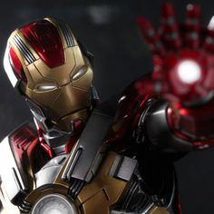 Hot Toys Marvel Sixth Scale Figures - Iron Man Mark 17: Heartbreaker