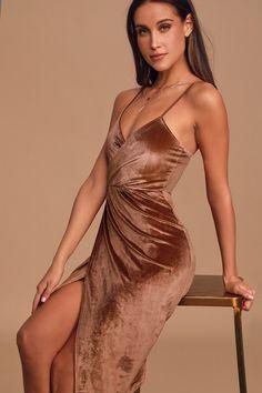 Get groovin' in the Honey Love Rusty Rose Velvet Bodycon Wrap Dress! Stunning, lightweight velvet falls into a surplice bodice. 15 Dresses, Elegant Dresses, Bronze Dress, Fall Skirts, Large Size Dresses, Boho Dress, Wrap Dress, Bodycon Dress, Clothes For Women