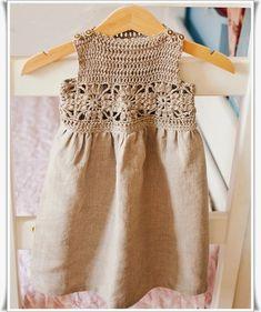 Kumaştan Dantel Yakalı Elbise