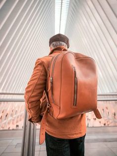 bowen on shoulder detail shot Work Fashion, Mens Fashion, Fashion Outfits, Corporate Fashion, Backpack Reviews, Young Professional, Everyday Bag, Office Outfits, Military Fashion