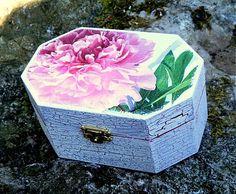 sonicka.j / Krabička na poklady s pivonkou peony