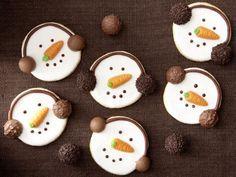 Snowman Cookies - They don& just make children& eyes shine: kochen. Christmas Goodies, Christmas Candy, Christmas Desserts, Christmas Treats, Christmas Baking, Christmas Time, Snowman Cookies, Xmas Cookies, Cake Cookies