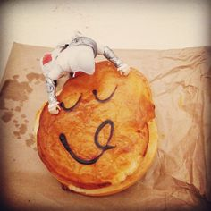 "In the antipodes they make a shell of pastry and fill it with meat, then draw a face on it. They call this creation a ""pie"" and I like it. I like it a lot. #Pie #Australia #PieFace #WhyDontWeHaveThisInItaly #WhatWillTheyThinkOfNext"