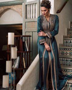 V-Neck Floor-Length Nine Points Sleeve Regular Lace-Up Dress – wearingpearl Kaftan Moroccan, Morrocan Dress, Morrocan Fashion, Dress Over Pants, The Dress, Indian Designer Outfits, Designer Dresses, Arab Fashion, Caftan Dress
