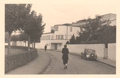 Prototype family houses on the completed weissenhof estate for Villas weissenhofsiedlung