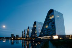 The Wave residential project is completed, on the Vejle Fjord in Denmark. The Wave by Henning Larsen stands as an architectural embodiment of the surrounding… Henning Larsen, Vejle, The Wave, Autocad, Apartment Painting, Brutalist Buildings, Beautiful Villas, Building Design, Architecture Design