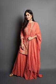 Ihina Set - Celebrity Styles - Woman - Shop Source by anitadongre ideas indian Party Wear Indian Dresses, Indian Fashion Dresses, Designer Party Wear Dresses, Kurti Designs Party Wear, Dress Indian Style, Indian Wedding Outfits, Indian Outfits, Bridal Dresses, Pakistani Dress Design
