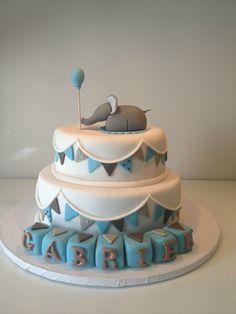 Pour le baptême de Gabriel, Caroline m'a demandé de réaliser un gâteau éléphant selon un modèle vu sur la toile, j'avais déjà...