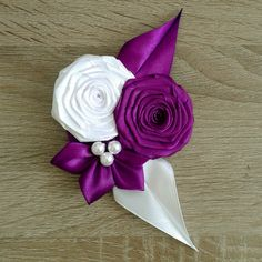 Image result for ako vyrobit pierko pre zenicha Ribbon Braids, Ribbon Hair, Hair Bows, Ribon Flowers, Fabric Flowers, Wedding Wands, Iris Folding, Bow Accessories, Diy Ribbon