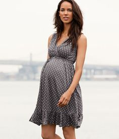 I hope I'm this cute and stylish when I'm pregnant!!!