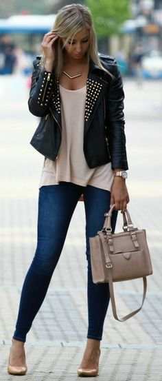 Black Leather Gold Stud Moto Jacket / Style luv this look! Moda Outfits, Fall Outfits, Casual Outfits, Cute Outfits, Casual Dressy, Style Work, Mode Style, Look Fashion, Trendy Fashion