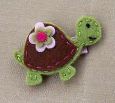 Felt turtle hairclip (could be a pin, too.)