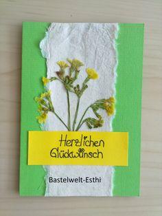 Mit getrockneten Blumen