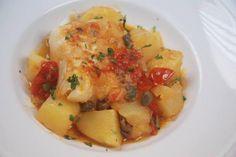 Stoccafisso con patate in cassuola Questo piatto è ottimo anche da servire come zuppa. Ricetta registrata su www.mysocialrecipe.com. Stoccafisso con patate in cassuola