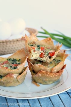 Mini Wonton Quiche: an easy breakfast or lunch recipe that's good for you! Less than 100 calories per quiche. www.thereciperebel.com