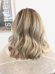 Dimensional blonde. Balayage. Bright blonde. Lived in color. Hairbyschae. STYLEbar Chattanooga. Hair post. Blonde hair. Pretty hair. Curls. Texture. Medium bob.