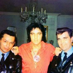 Elvis loved to pose with uniformed security & police 1973.