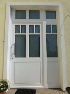 Haustür milchglas  http://www.wiele-fenster.de/Projekte.html Schöne Tür. Vielleicht ...