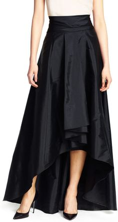 This show-stopping high low ball skirt is elegant and versatile. Completed with a bow around the waist.
