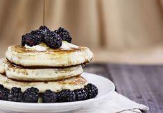 Start din morgen med en næringsrig pandekage, der er rig på protein, fibre og B-vitamin, der balancerer dit nervesystem. Banana Pancakes, Protein, Cheesecake, Food And Drink, Gluten, Yummy Food, Breakfast, Mini, Desserts