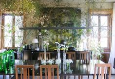 Claire Basler vive nel suo castello di Beauvoir (Château de Beauvoir), un ex edificio scolastico immerso inun giardino generoso, nel...