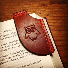 Mascon Leather is a maker of handcrafted leather goods in Williamsburg, VIrginia. Leather Art, Leather Gifts, Leather Design, Leather Tooling, Leather Jewelry, Diy Leather Projects, Leather Diy Crafts, Leather Keychain, Leather Wallet