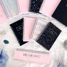 Dear 2107 back to school collection!!! // Encuentra la colección de temporada escolar más mágica en www.toystyle.co LINK en BIO Si estás en Medellín visita nuestro Pop-Up Store en el primer piso del Mall del Este!! Te esperamos de lunes a sábado desde las 10am hasta las 7pm!  #toystyle #new #dear2017 #stationery #notebooks #littlenotebooks #magic #holo #blush #constellations #deskplanner