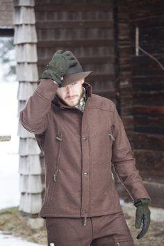 JAGDHUND Gamslinie Unsere Gamslinie ist eine Jagdbekleidungslinie aus leichtem Loden für die wärmere Jahrezeit.  Der verarbeitete Lodenstoff eignet sich durch seine Eigenschaften (geräuschlos, wasserabweisend, robust, leicht wärmend) perfekt für alle Arten der Jagd. Die Gamslinie kann zudem durch ihren sportlichen, aber bequemen Schnitt mit viel Stauraum überzeugen und die Modelle sind in den Farben Braun und Grün erhältlich. Raincoat, Jackets, Style, Fashion, Hound Dog, Closet Storage, Dogs, Clothing, Rain Jacket