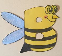 Letter B art activity- Bee Art Alphabet Activities, Art Activities, Art Template, Templates, Letter Identification, Letter Of The Week, Spelling Bee, Cute Bee, Bee Art