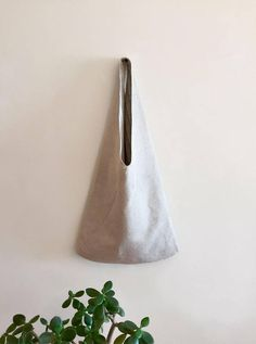 White hobo eco-bag of 100% linen. Take with you going for shopping or for a walk around the city. Light and roomy. The size of the whole product is 65 cm, the height of the handles is 30 cm.