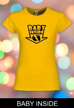 BABY INSIDE {958497} #pregnant #shirts #pregnantshirts Baby inside originele zwangerschapsaankondiging - ik ben zwanger t-shirt - baby shirt - zwanger shirt - zwanger aankondiging - babyvoetjes - pregnant shirt Pregnancy Shirts, Baby Shirts, Baby Inside, T Shirt, Diy, Supreme T Shirt, Tee, Baby Girl Shirts, Bricolage