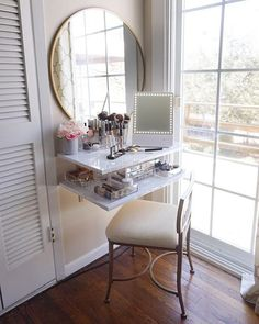 DIY makeup vanityDIY makeup vanityDIY Vanity Makeup - Angela Marie madeHow to build a makeup tub that is functional and beautiful! This DIY makeup vanity is reasonably priced and the perfect place to apply and Diy Makeup Vanity Table, Corner Makeup Vanity, Makeup Vanities, Makeup Room Decor, Diy Room Decor, Bedroom Decor, Home Decor, Small Vanity, Beauty Room