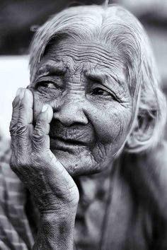 Old woman, face, wrinckles, aged, hands, fingers, beauty, gesture, lines of Life, portrait, photo b/w