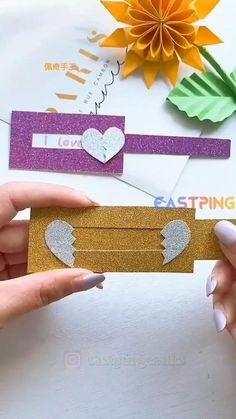 Cool Paper Crafts, Paper Crafts Origami, Diy Crafts For Gifts, Origami Easy, Diy Arts And Crafts, Cute Crafts, Craft Stick Crafts, Creative Crafts, Handmade Crafts