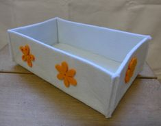 Filzkorb, Weiss mit orangen Blüten, 21xx7x13 cm (BxHxT), CHF 13.- Orange, Facial Tissue, Container, Felting, Canisters