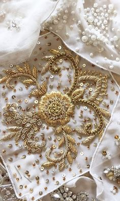 of agate germination of various forms - caftan gallery -Splendor of agate germination of various forms - caftan gallery - Bullion Embroidery, Zardosi Embroidery, Hand Work Embroidery, Creative Embroidery, Embroidery Suits, Gold Embroidery, Embroidery Fashion, Hand Embroidery Designs, Embroidery Patterns