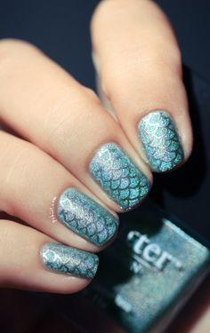Fish scale fingernails