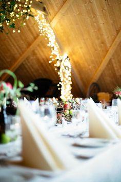 Inviter til bryllupsfest et helt unikt sted kun fem minutter fra Bergen sentrum! Bergen, Eid, Table Decorations, Home Decor, Homemade Home Decor, Decoration Home, Dinner Table Decorations, Interior Decorating, Center Pieces