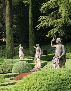 Verona - Veneto - Italy - Giardino Giusti - statues flexing muscles at coiffed…