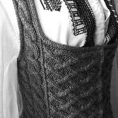 Ravelry: Outlandish Bodice pattern by bron matheson Knit Vest Pattern, Bodice Pattern, Bra Pattern, Sewing Patterns Free, Knitting Patterns, Knitting Ideas, Pattern Sewing, Knitting Magazine, Knitted Bags