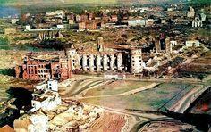 Калининград. Вид с западной стороны на руины Королевского замка и его окрестности. Слева Замковый (ныне Нижний) пруд. Справа внизу - будущий Московский проспект. Фото ок. 1960 года.