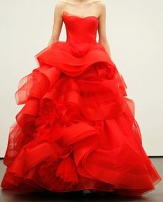 http://www.backlessweddinggown.com/wp-content/uploads/2012/05/Ball-gown-style-wedding-dresses.jpg
