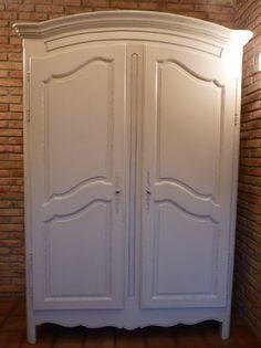 relooking meuble repeindre une vieille armoire en couleur vieilles armoires relooking. Black Bedroom Furniture Sets. Home Design Ideas
