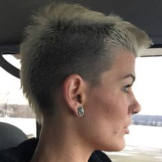 Platinum fauxhawk mohawk undercut growing out a buzzcut @soojaded1609 on IG