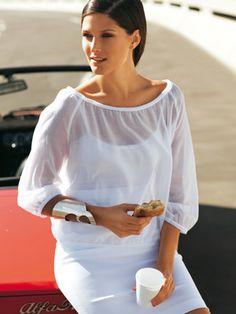 burda style, Schnittmuster - Zarte halbtransparente Bluse mit rundem Carmen-Ausschnitt.