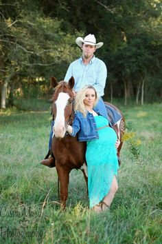 CassieMarie Photography #maternity #country #babybump  #horse -Cassie Ryder