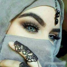 Arabian Beauty Women, Halloween Face Makeup, Skull, Eyes, Tattoos, Beautiful, Hijab Fashion, Women's Fashion, Deli
